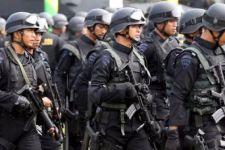 Polisi Tembakkan Gas Air Mata di Pintu Tol Ini, The Jakmania Kocar-Kacir - JPNN.com