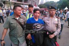 Lihat Nih, Anggota Bobotoh Digelandang Polisi - JPNN.com