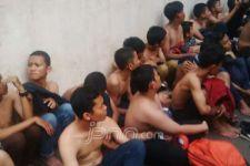 Mobil Polisi Hilir Mudik Angkut Perusuh di GBK - JPNN.com