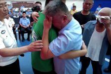 24 Tahun Mengelilingi Tiongkok, Pria Ini Bertemu Kembali dengan Anaknya Yang Diculik - JPNN.com