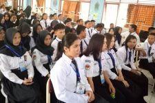 Nih, Bandingkan Gaji Guru SMK Negeri dan Swasta - JPNN.com