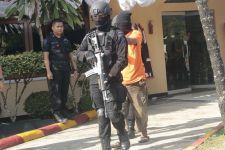 Miliki Bahan Baku Bom Kampung Melayu, 3 Pria Jadi Tersangka - JPNN.com