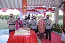 Irjen Iqbal Beri Penghargaan Untuk 6 Polwan yang Luar Biasa - JPNN.com