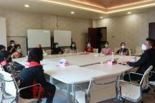 Ditagih Uang Seragam Rp 1,5 juta, Keluarga Miskin Mengadu ke DPRD - JPNN.com