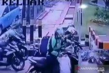 Orang Ini Videonya Viral, Memakai Jaket Ojek Online, Belum Tertangkap - JPNN.com