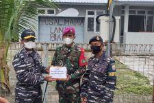 Kapal Perang TNI AL Bantu Kebutuhan Pokok Prajurit di Pulau Bras - JPNN.com