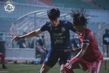 PSM Makassar vs Arema FC: Hasil Imbang dan Kartu Merah Mewarnai Jalannya Laga - JPNN.com
