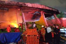 Sebuah Gudang di Tanjung Priok Terbakar, Pemadaman Sampai 7 Jam - JPNN.com
