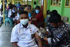 Lihat, TNI AL Gelar Serbuan Vaksinasi Kepada Siswa SMA di Sorong - JPNN.com