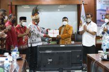 Senator Filep Terima RPP Otsus dari DPRD Papua Barat - JPNN.com