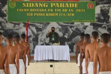 Detik-detik Puluhan Calon Bintara TNI AD Disidang, Telanjang Dada - JPNN.com