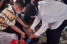 Di Depan Anggota DPR, Bu Risma Ajari Anak Yatim Cara Mengikat Tali Sepatu - JPNN.com