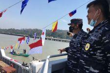 Arsenal TNI AL Bagikan Bingkisan Kepada Nelayan Madura - JPNN.com