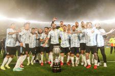 Usai Laga Argentina vs Bolivia, Lionel Messi Menangis di Hadapan Penggemar - JPNN.com