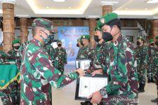 10 Prajurit TNI Berprestasi Dapat Penghargaan dari Pangdam Cenderawasih - JPNN.com