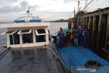 Kapal Penyelundup Ini Dihentikan Aparat Bersenjata, Lihat Muatannya - JPNN.com