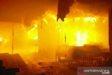 Pasar Bawah Bukittinggi Terbakar, Ratusan Kios dan Lapak Tinggal Arang - JPNN.com