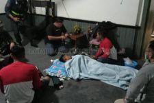 Truk Fuso Bermuatan Besi Tua Tercebur ke Sungai, 7 Orang Selamat, 2 Hilang Tenggelam - JPNN.com