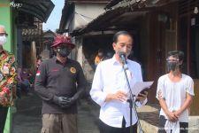Jokowi Bertanya kepada Seorang Pria, Lantas Tertawa, Ternyata Namanya - JPNN.com