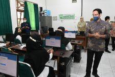 Nadiem Makarim Ingatkan Masih Ada Afirmasi untuk Guru Honorer Peserta Tes PPPK 2021 - JPNN.com