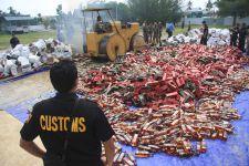 Petugas Bea Cukai Amankan Batang Rokok Ilegal di Sumatera Utara dan Jawa Barat - JPNN.com