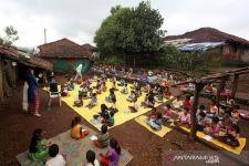 Sekolah Tutup Selama Pandemi, Nayak Kini Dijuluki Guru Jalanan - JPNN.com