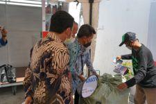 Buruan! Sampah Bisa Ditukar Oli di Jakarta Utara - JPNN.com