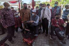 Wali Kota Eri Beri Sebutan SCD Untuk Kursi Penyandang Disabilitas Besutan UM Surabaya - JPNN.com