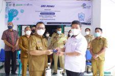 LPEI Serahkan APD dan Tabung Oksigen di Kabupaten Toba - JPNN.com