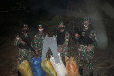 Patroli Malam, TNI Temukan 5 Karung Mencurigakan Tanpa Pemilik - JPNN.com