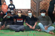 Dirangkul Nadiem, Tiga Mahasiswa Suku Anak Dalam Makin Semangat Kuliah - JPNN.com