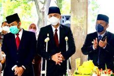 Hengky Kurniawan Berjalan dengan Tongkat Penyangga, Netizen Doakan Begini - JPNN.com