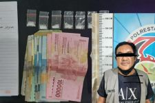 Buka Paket di Pekarangan Rumah, Penganggur Asal Surabaya Disergap - JPNN.com Jatim