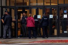 2 Orang Tewas dan 4 Lainnya Luka-luka di sebuah Pusat Perbelanjaan - JPNN.com