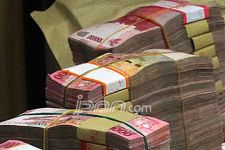 Uang dan Emas Senilai Ratusan Juta Cuma Ditukar Garam - JPNN.com