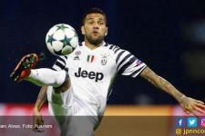 Alves Beri Kode Mau Pindah ke Manchester City - JPNN.com