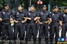 Tak Main-Main, Pemerintah Malaysia Kerahkan 55 Ribu Polisi Awasi Warga selama 14 Hari - JPNN.com