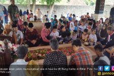Penuh Haru dan Tangis, Anak Yatim Berdoa di Haul Bung Karno - JPNN.com