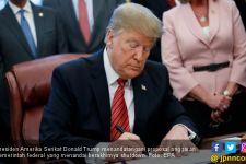 Malam Terakhir Sebagai Presiden, Donald Trump Beri Hadiah kepada Imigran Venezuela - JPNN.com