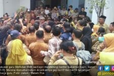 TKD Belum Cair, Ratusan Guru SMA / SMK se-Kepri Datangi Kantor Gubernur - JPNN.com