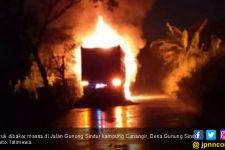 Sebabkan Pengendara Motor Tewas, Truk Dibakar Massa - JPNN.com