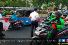 Warga Binaan Terpilih dari Lapas Ikut Bagi Takjil Gratis di Jalan - JPNN.com