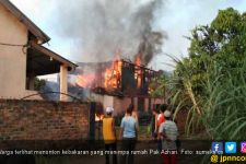 Rumah Pak Azhari Ludes Dilalap Si Jago Merah - JPNN.com