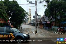 Bendungan Jebol Akibat Curah Hujan Tinggi, Kotabaru dan Tanah Bumbu Terendam Banjir - JPNN.com