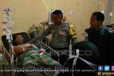 Tegang, Massa Dua Truk Serang Anggota Polisi yang Terluka hingga ke Rumah Sakit - JPNN.com