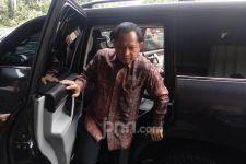 Dikawal Pria Berbadan Tegap, Tito Datangi Kantor Mahfud MD - JPNN.com