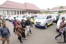 Bupati Serang Bagi-bagi Ambulans - JPNN.com