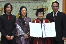 Universitas Soka Beri Dr HC kepada Bu Mega, Mas Nanan Merasa Bangga - JPNN.com