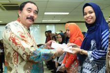 Reydonnyzar Moenek Salurkan Bantuan untuk Pegawai DPD RI Terdampak Banjir - JPNN.com