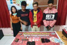 Satu Perempuan dan Tiga Pria Digerebek saat Asyik Berbuat Terlarang di Kamar Indekos - JPNN.com